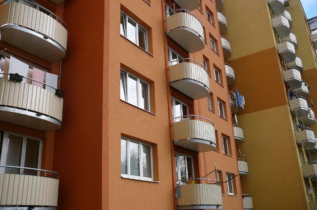 Pomůžeme vám získat dotaci na zateplení bytového domu. Na obrázku je příklad panelového bytového domu.
