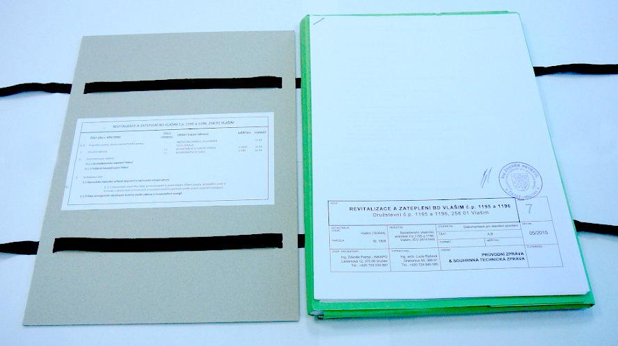 Projektová dokumentace pro zateplení - rozevřené desky se seznamem přiložených dokumentů.