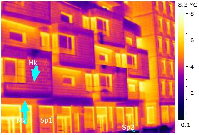 teplotní anomálie ve fasádě budovy